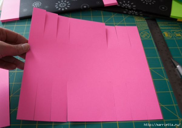 Корзинка из цветной бумаги своими руками (4) (600x422, 84Kb)