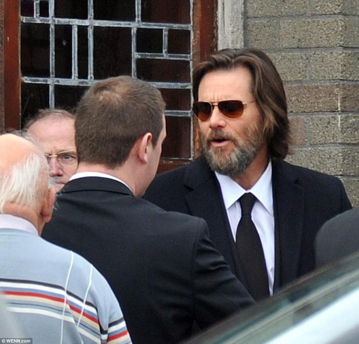Джим Керри на похоронах своей возлюбленной