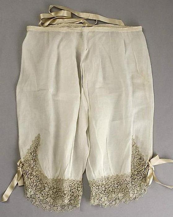 125607637 101415 1202 3 Дамское нижнее бельё второй половины XIX века: «аморальные» батистовые панталоны