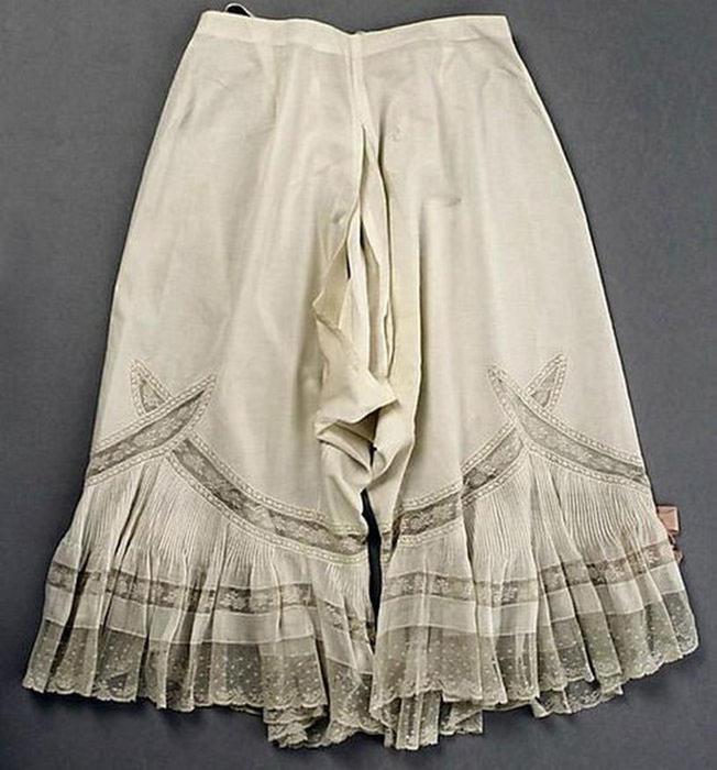 125607641 101415 1202 7 Дамское нижнее бельё второй половины XIX века: «аморальные» батистовые панталоны