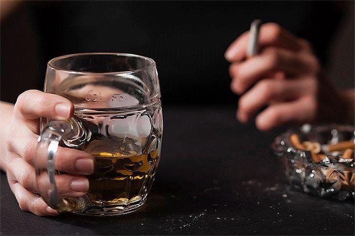 Как люди сокращают свою жизнь благодаря сигаретам, алкоголю и наркотикам