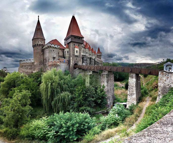 3. Замок Корвинов (700x575, 477Kb)