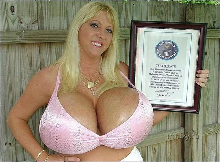 Девушка с одними из самых больших грудей в мире