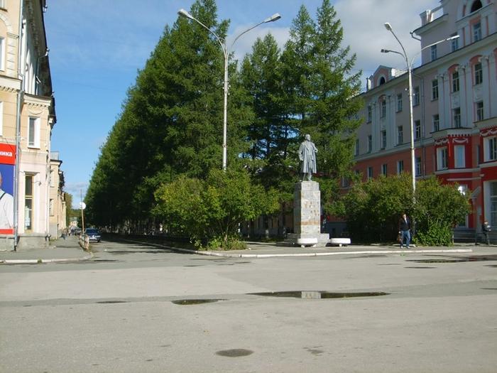 Вид на улицу Мира с площади (700x525, 290Kb)