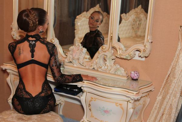 зеркало и женщина (600x403, 93Kb)