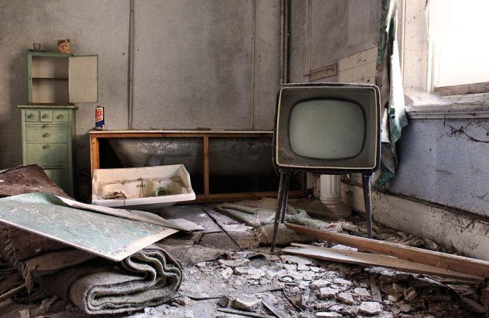 фото заброшенных зданий 2 (700x456, 233Kb)