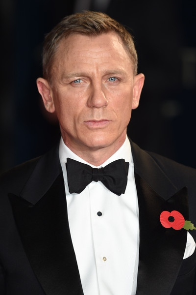 Daniel+Craig+Bond+Spectre+Royal+Film+Performance+4YlM70KP2tPl (400x600, 84Kb)