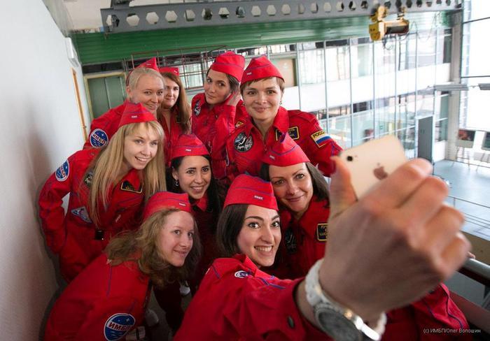 Россиянки готовятся покорить Луну без косметики и мужчин