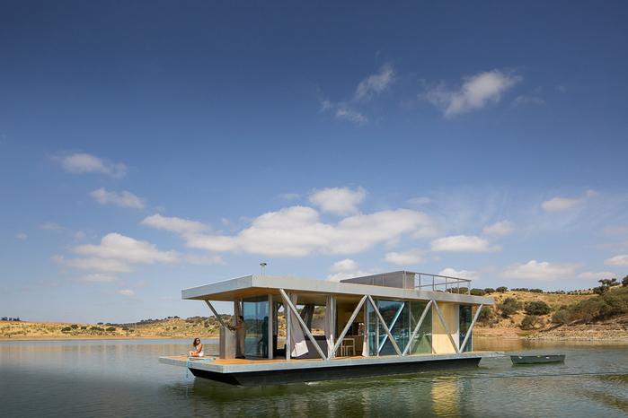 уютный дом на воде 1 (700x466, 287Kb)