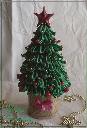 Новогодняя елочка своими руками из атласных лент