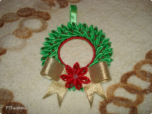 Рождественский венок из атласных лент своими руками