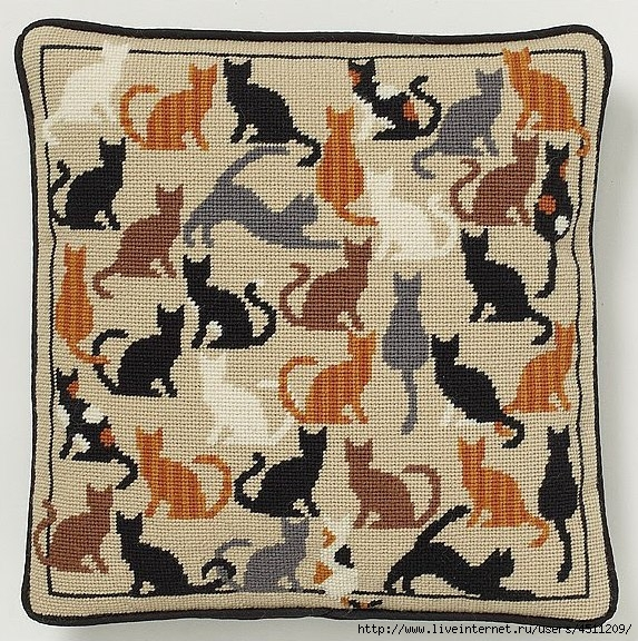 Вышивка крестом подушки с кошками