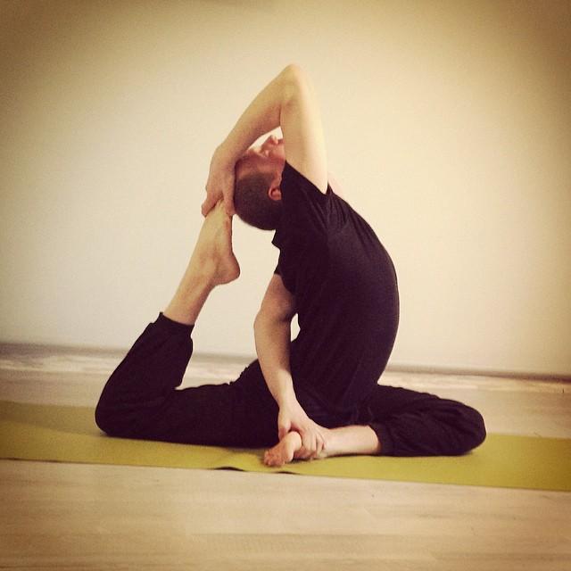 Фото йога для одного человека