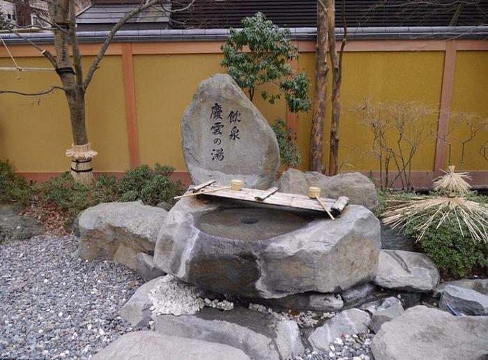 ����� ������ ��������� � ���� NishiyamaOnsenKeiunkan 4 (700x516, 396Kb)
