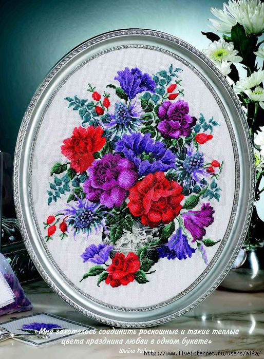 Цветы в овальной раме Вышивка