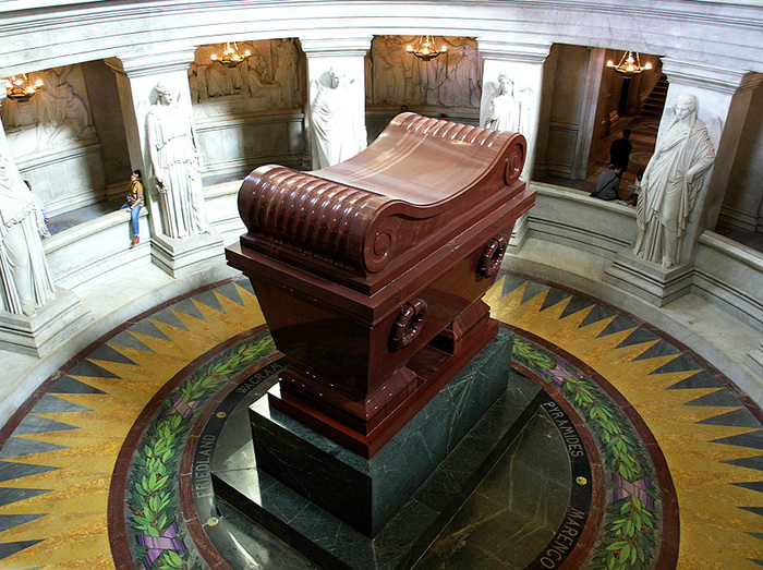 21 Napoleon_tomb_bordercropped (700x523, 235Kb)