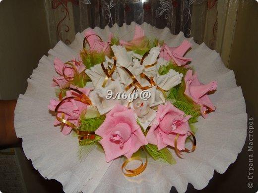 Рафаэлло в цветах из гофрированной бумаги своими руками 34