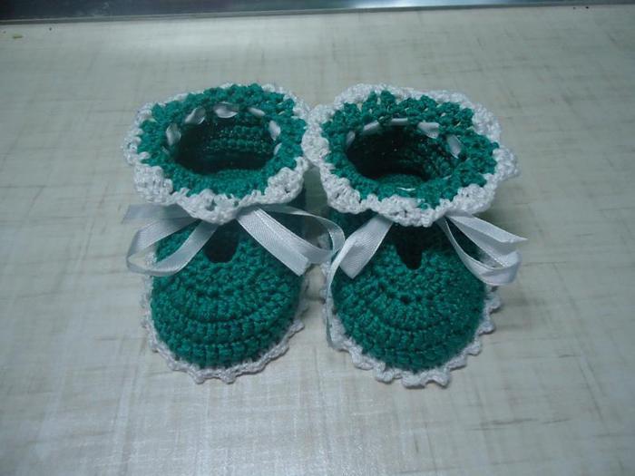 http://ya-camaya.ru/articles.php?id=174.  Пошаговое описание и схемы вязания пинеток крючком.