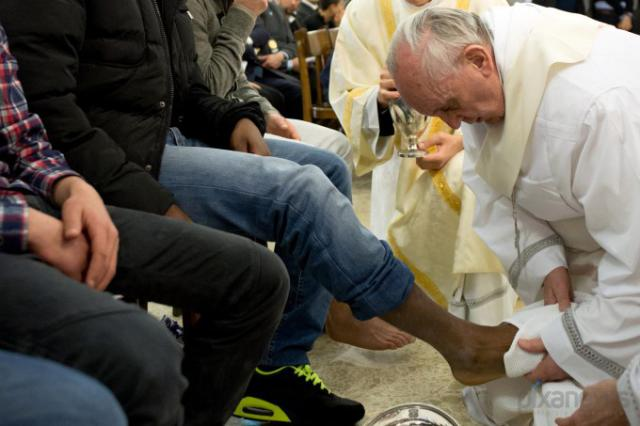 папа римский фото (640x426, 37Kb)