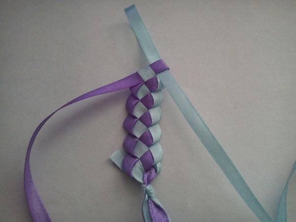Как плести фенечки из мулине, схемы плетения для начинающих.  Поэтапное плетение фенечек.