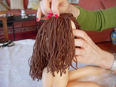 Как сделать причёску для куклы большеножки