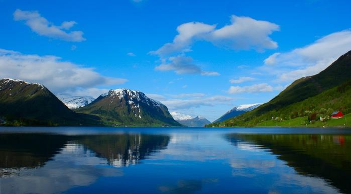 0. Утро на озере Йолстер (700x388, 89Kb)