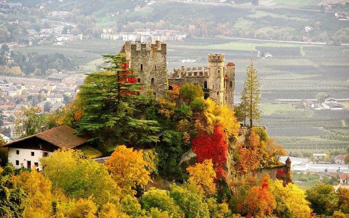 Замок Brunnenburg, Италия (700x437, 114Kb)