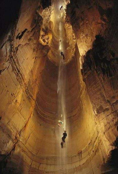 Самая глубокая пещера в мире. Пещера А. Крубера (Воронья) находится в Абхазии на Гагрском хребте (412x604, 45Kb)