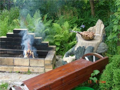 Дач предпочитают делать стационарный мангал из кирпича своими руками.