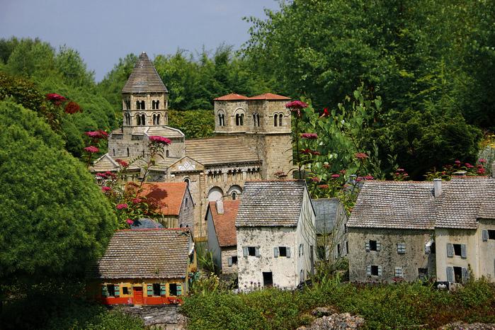 франция парк миниатюр фото 4 (699x466, 328Kb)