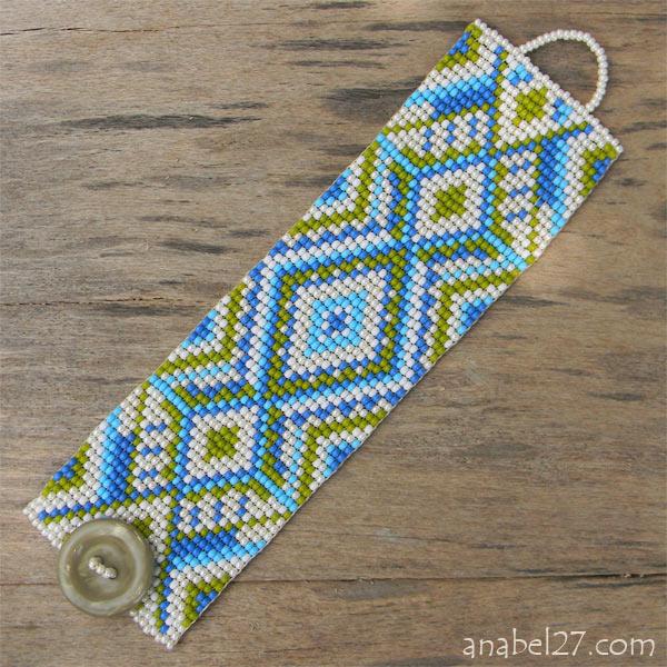 Этнические браслеты из бисера.