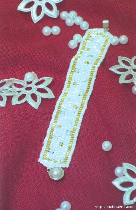 Интересные широкие браслеты из бисера, стекляруса и рубки.  Схемы их плетения.  Три разновидности изделий.