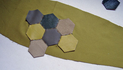 place_shapes_on_backing_fabric_lg (430x246, 36Kb)