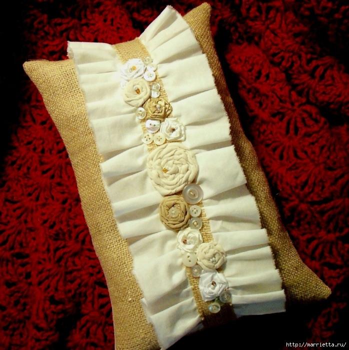 подушки из мешковины, бязи и цветов в стиле шебби шик (7) (698x700, 366Kb)