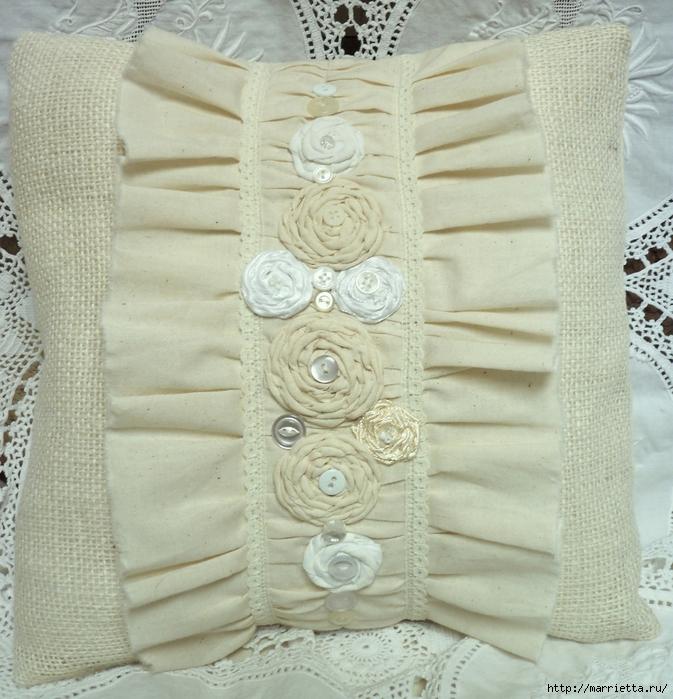 подушки из мешковины, бязи и цветов в стиле шебби шик (18) (673x700, 380Kb)