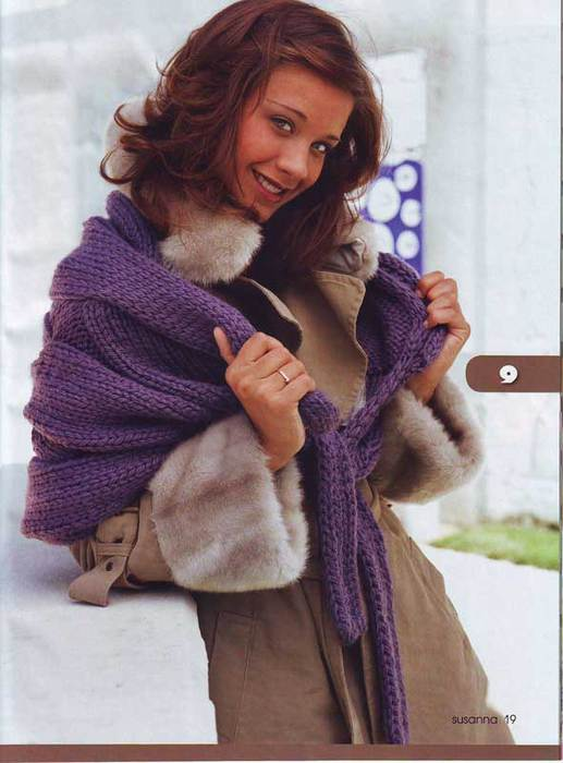 Широкий шарф с косами.
