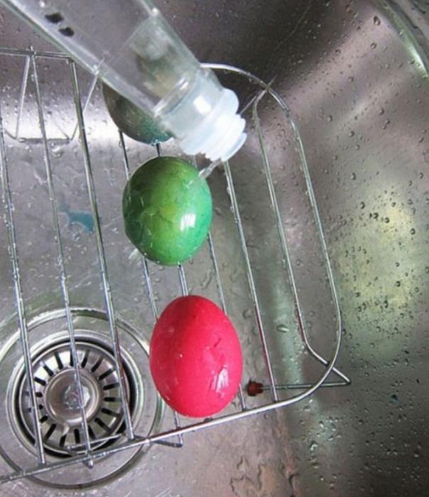 необычные способы покраски яиц (7) (604x700, 590Kb)