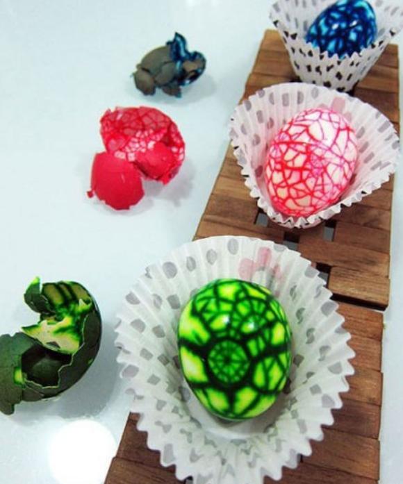 необычные способы покраски яиц (9) (580x697, 804Kb)