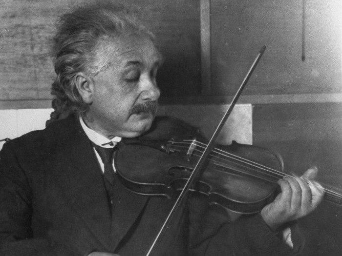 эйнштейн (700x525, 64Kb)