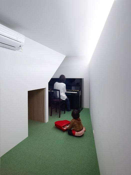 Трехэтажный дом в Японии в 30 квадратов1 (525x700, 170Kb)