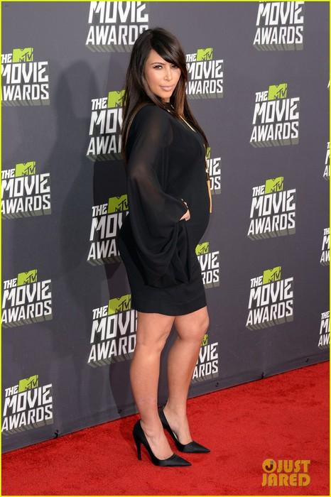 kim-kardashian-mtv-movie-awards-2013-red-carpet-02 (466x700, 87Kb)