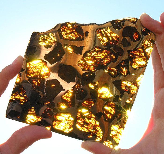 метеорит Fukang фото 1 (700x655, 157Kb)