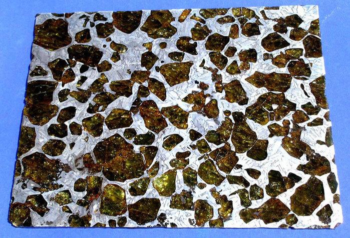 метеорит Fukang фото 3 (700x476, 174Kb)