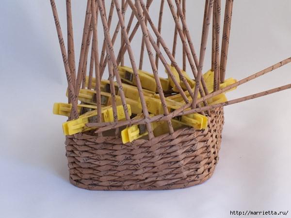 плетение из газет. пасхальная корзинка-заяц (10) (600x450, 145Kb)