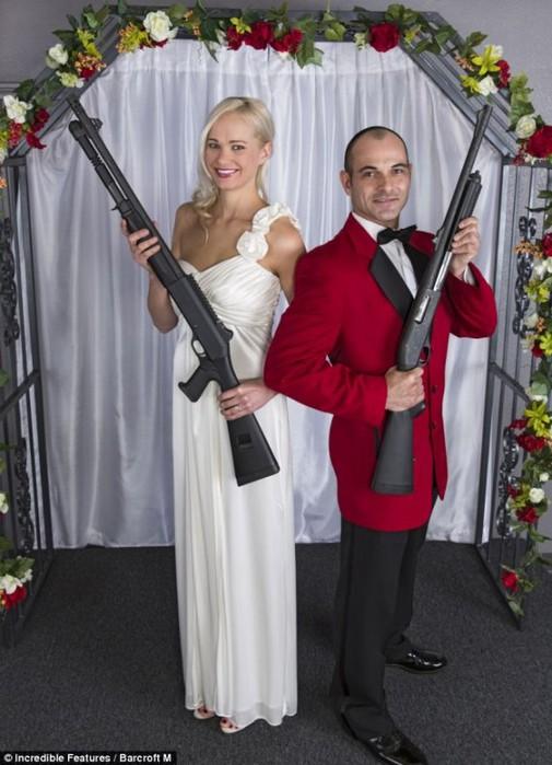 тематическая свадьба с оружием фото 3 (505x700, 87Kb)