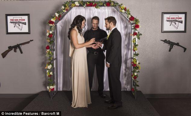 тематическая свадьба с оружием фото 4 (634x385, 36Kb)