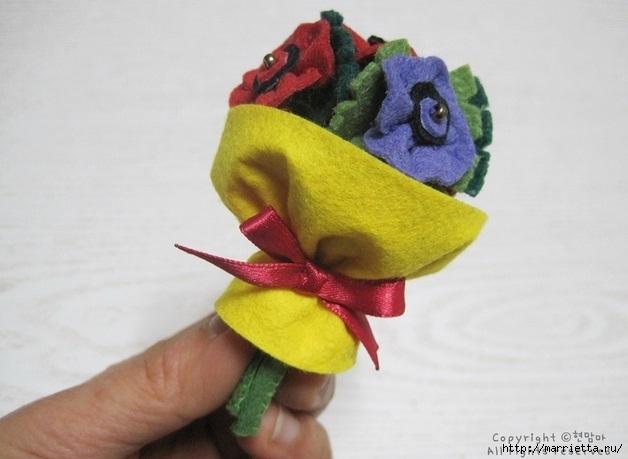 Маленький букетик цветов из фетра. Сувенирный брелок (2) (628x459, 131Kb)