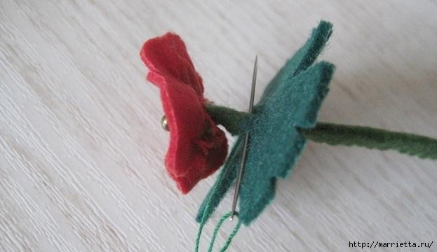 Маленький букетик цветов из фетра. Сувенирный брелок (18) (623x360, 117Kb)