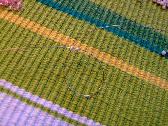 Автор: Admin Дата: 31.10.2013 Описание: Плетение из бисера.  Браслеты - маст.