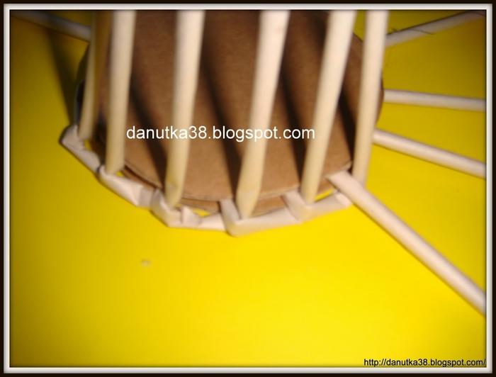 Плетение из газет. Интересная корзинка из трубочек. Мастер-класс (4) (700x532, 156Kb)